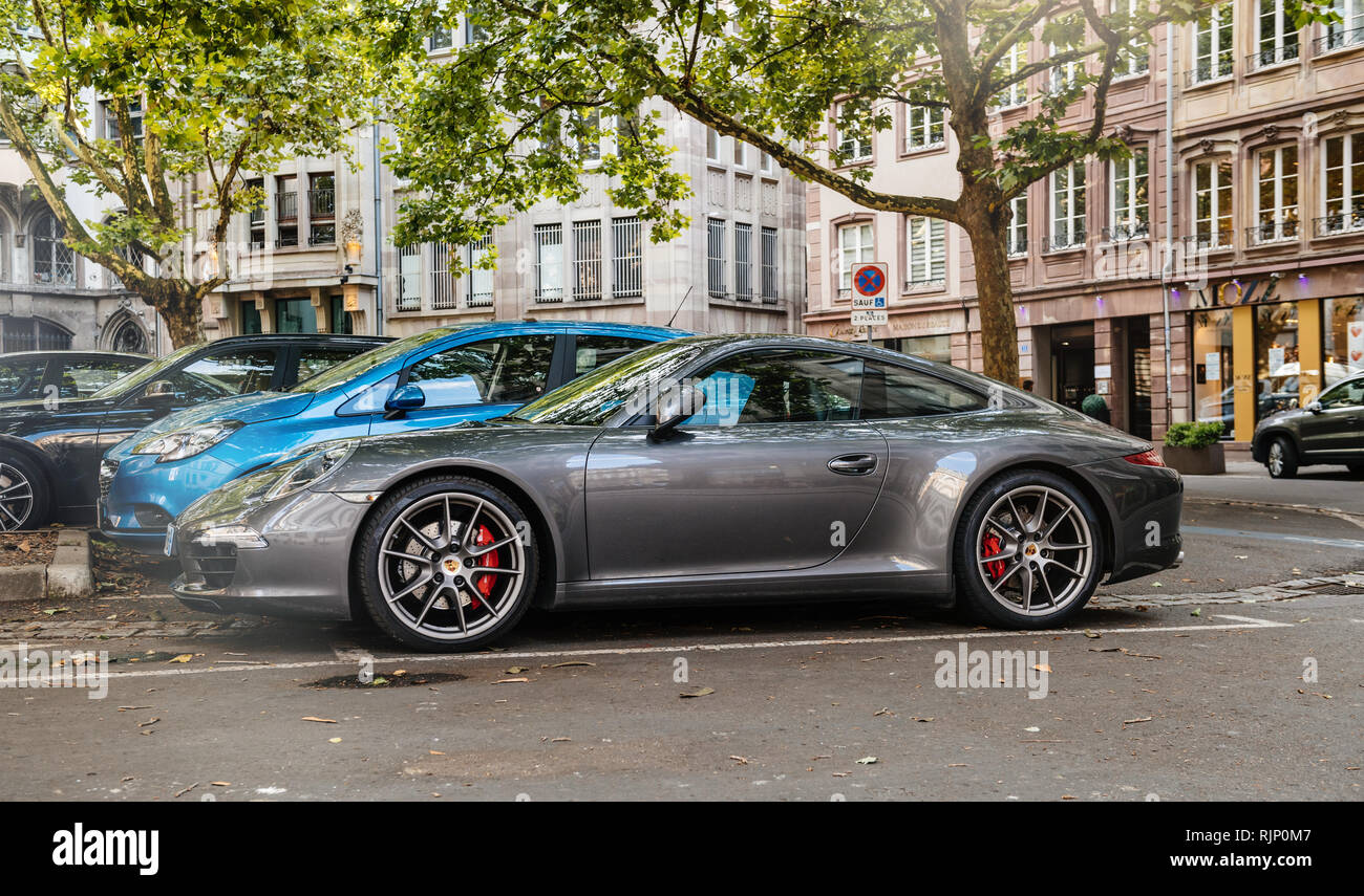 Garage Porsche Strasbourg Urban Porsche Stock Photos Urban Porsche Stock Images Alamy
