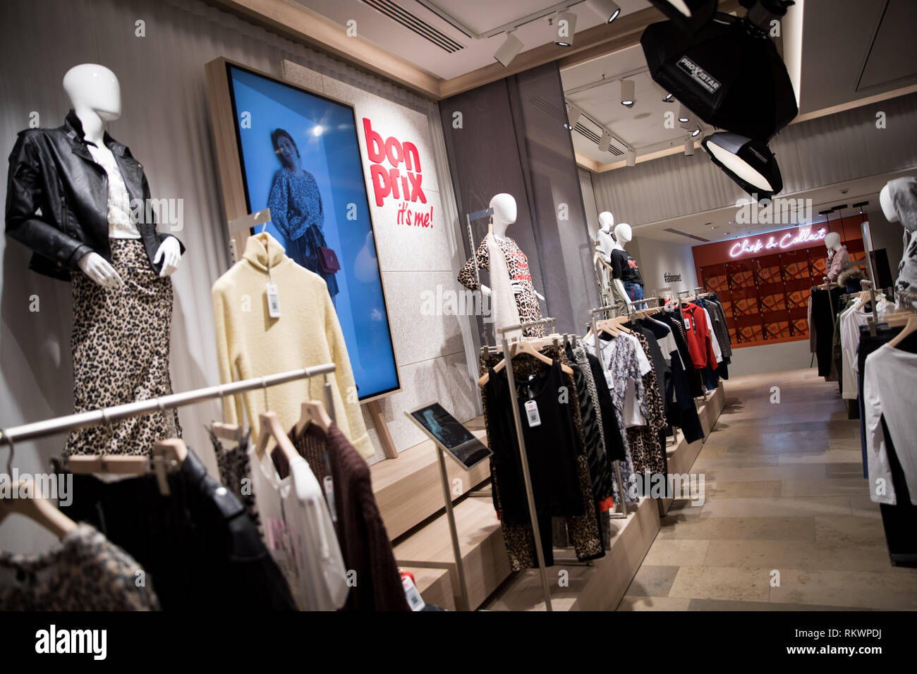 0tto Online Shop Hamburg Germany 04th Feb 2019 Garments Hang On Hangers In The