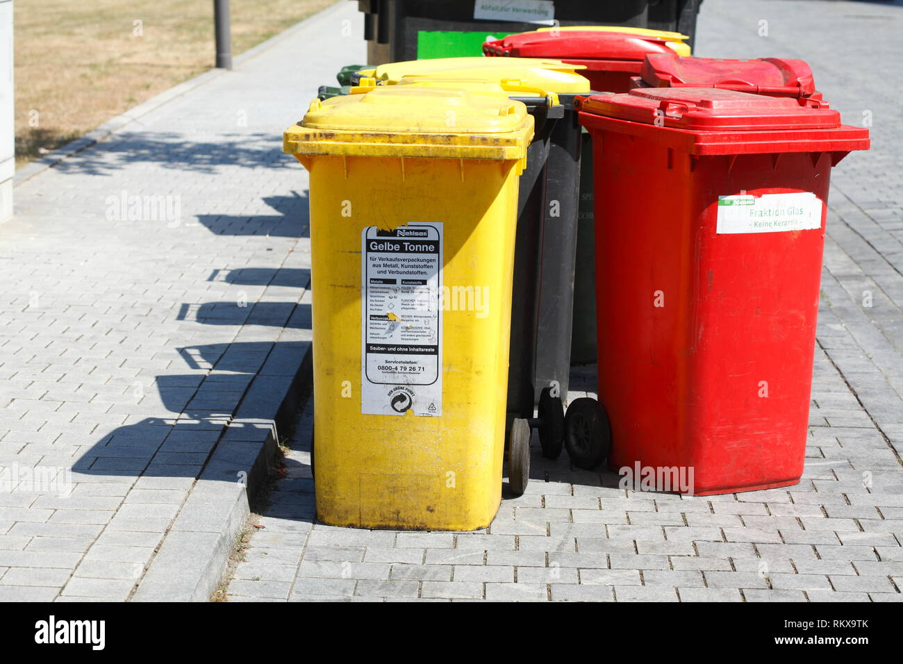 Colorful Garbage Cans Colorful Garbage Cans Yellow Bin For Plastic Garbage Red Ton For