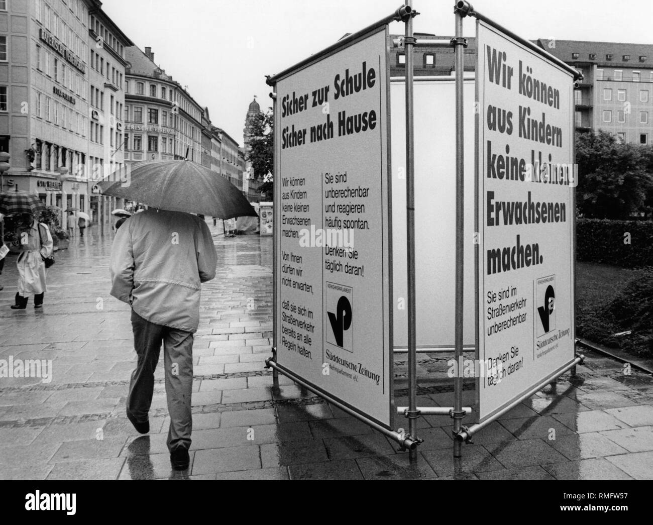 Sicher Safe Road Safety Poster Black And White Stock Photos Images Alamy