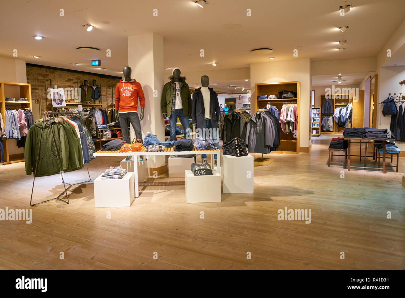 Esprit Shop Esprit Shop Stock Photos Esprit Shop Stock Images Page 2 Alamy