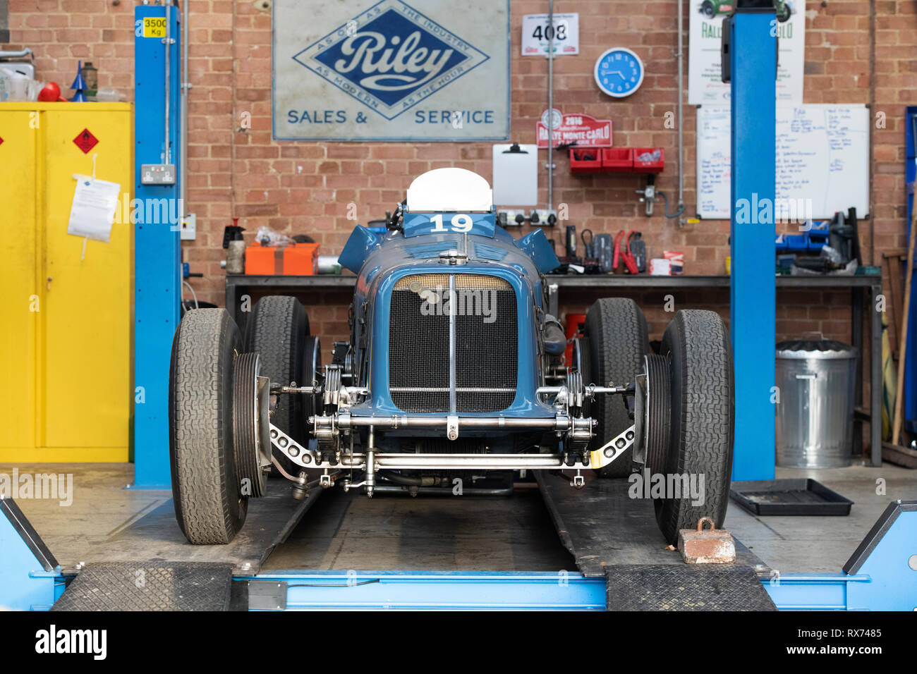 Car Lift In Garage Classic Car Lift Garage Stock Photos Classic Car Lift Garage