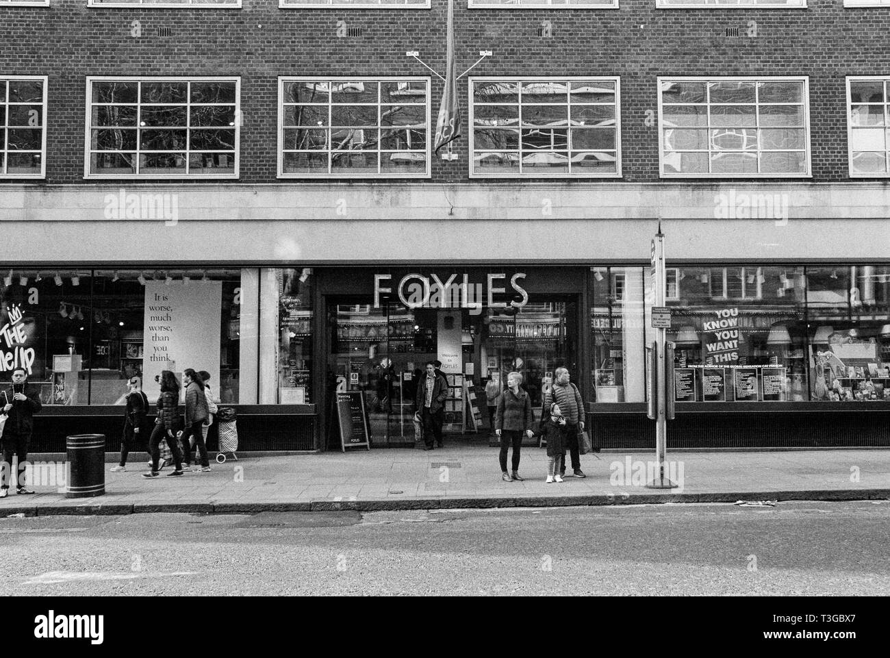 Gerrards Cross Bookshop Cross The Road Black And White Stock Photos Images Alamy