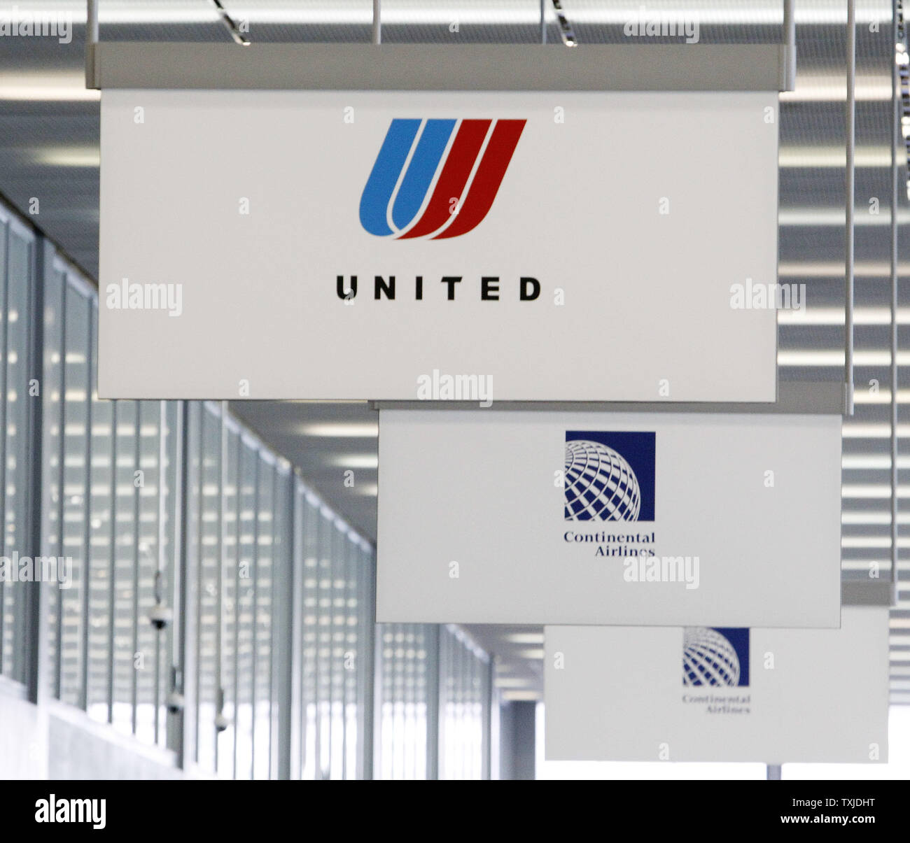 Baby Cot United Airlines Airline Ticket Counters Stock Photos Airline Ticket