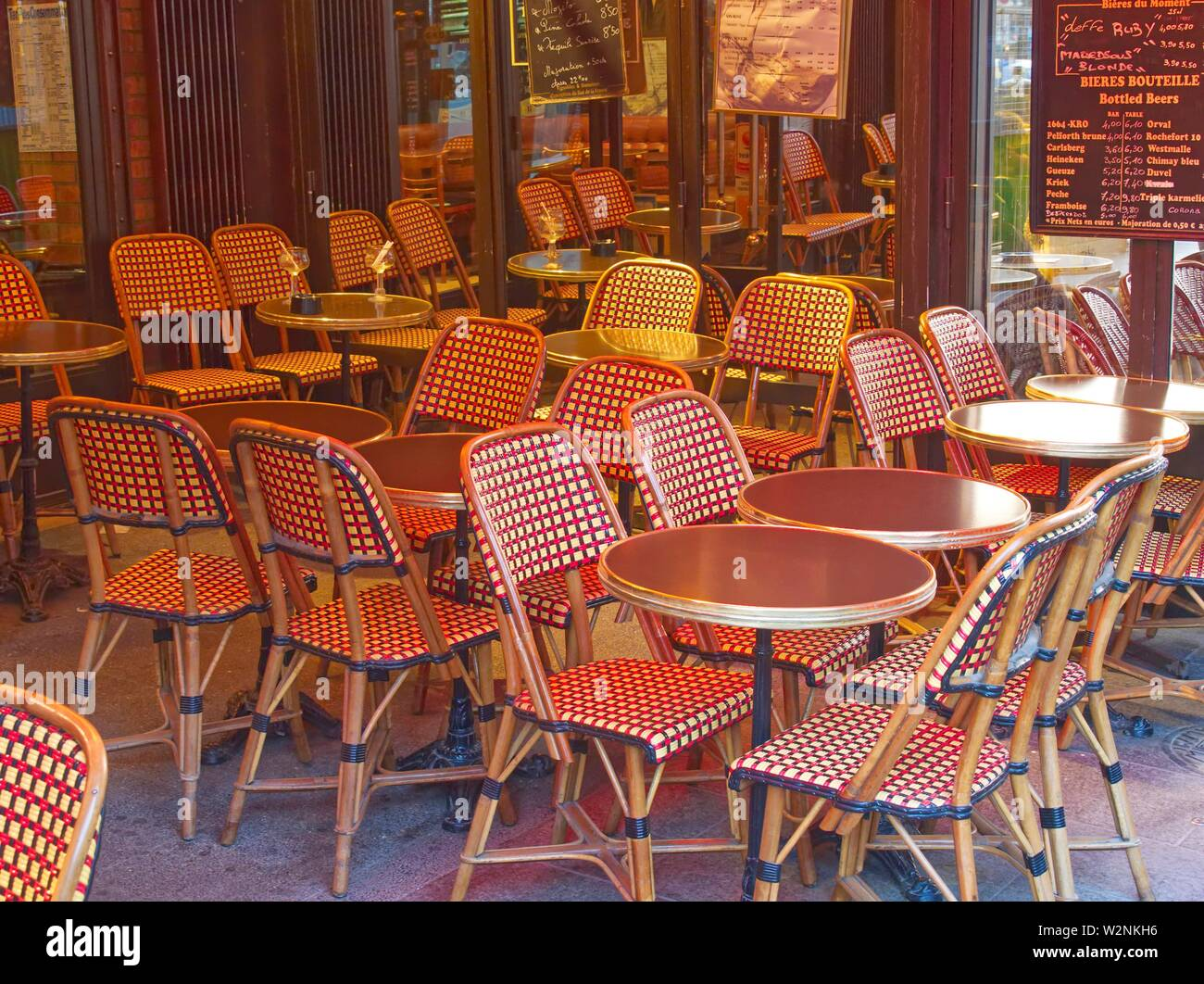 Page 3 Paris Cafe Table High Resolution Stock Photography And Images Alamy