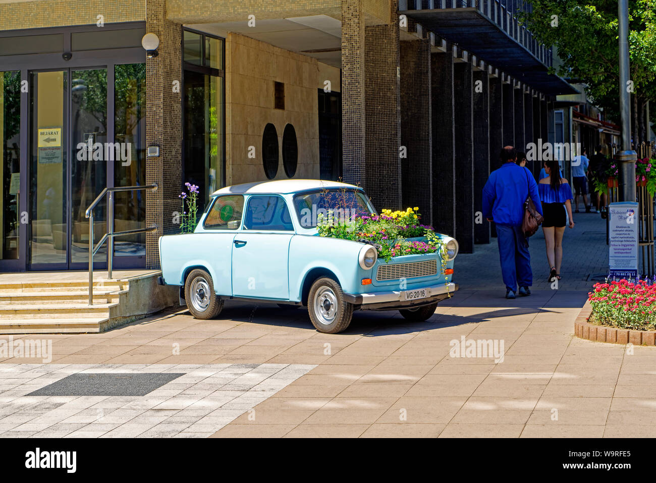 Auto Trabant Blumenkasten Dekoration Stock Photo Alamy