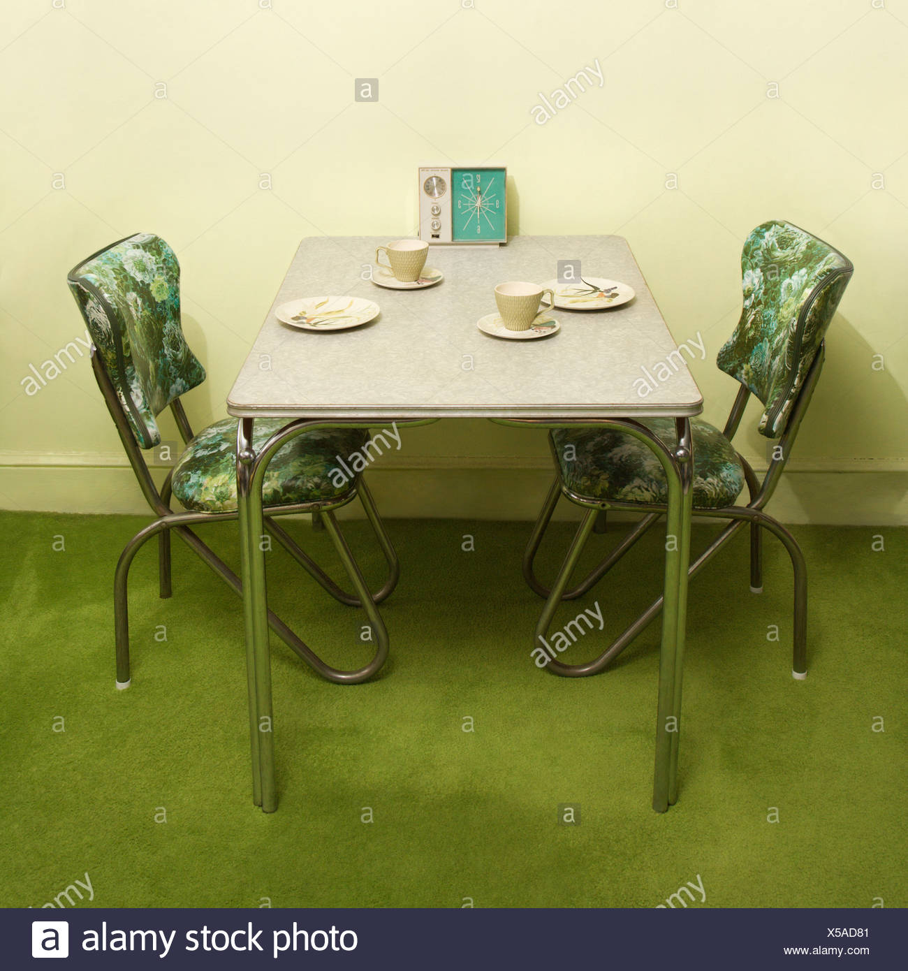 Retro 50 S Formica And Chrome Dinette Set With Green Vinyl Chairs Stock Photo Alamy