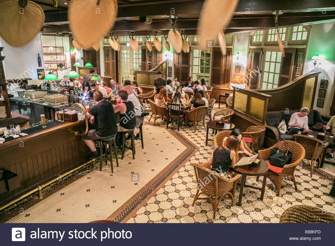 Bar Höhe Long Bar Home Of The Singapore Sling The Down To Earth Décor Of