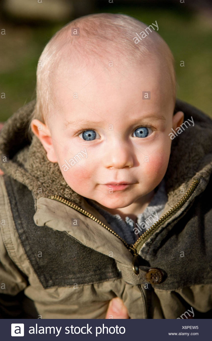 Baby 12 Monate Portrait Of A 12 Month Old Baby Boy Stock Photo - Alamy