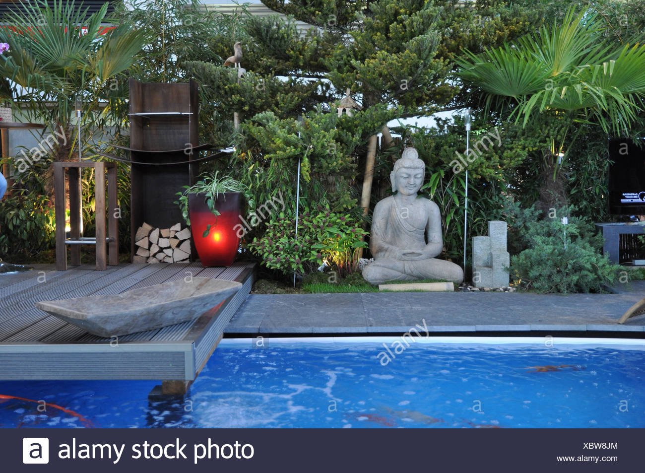 Zen Jacuzzi Pool With Exclusive Lounge Jacuzzi Garden Stock Photos And Jacuzzi Garden Stock Images