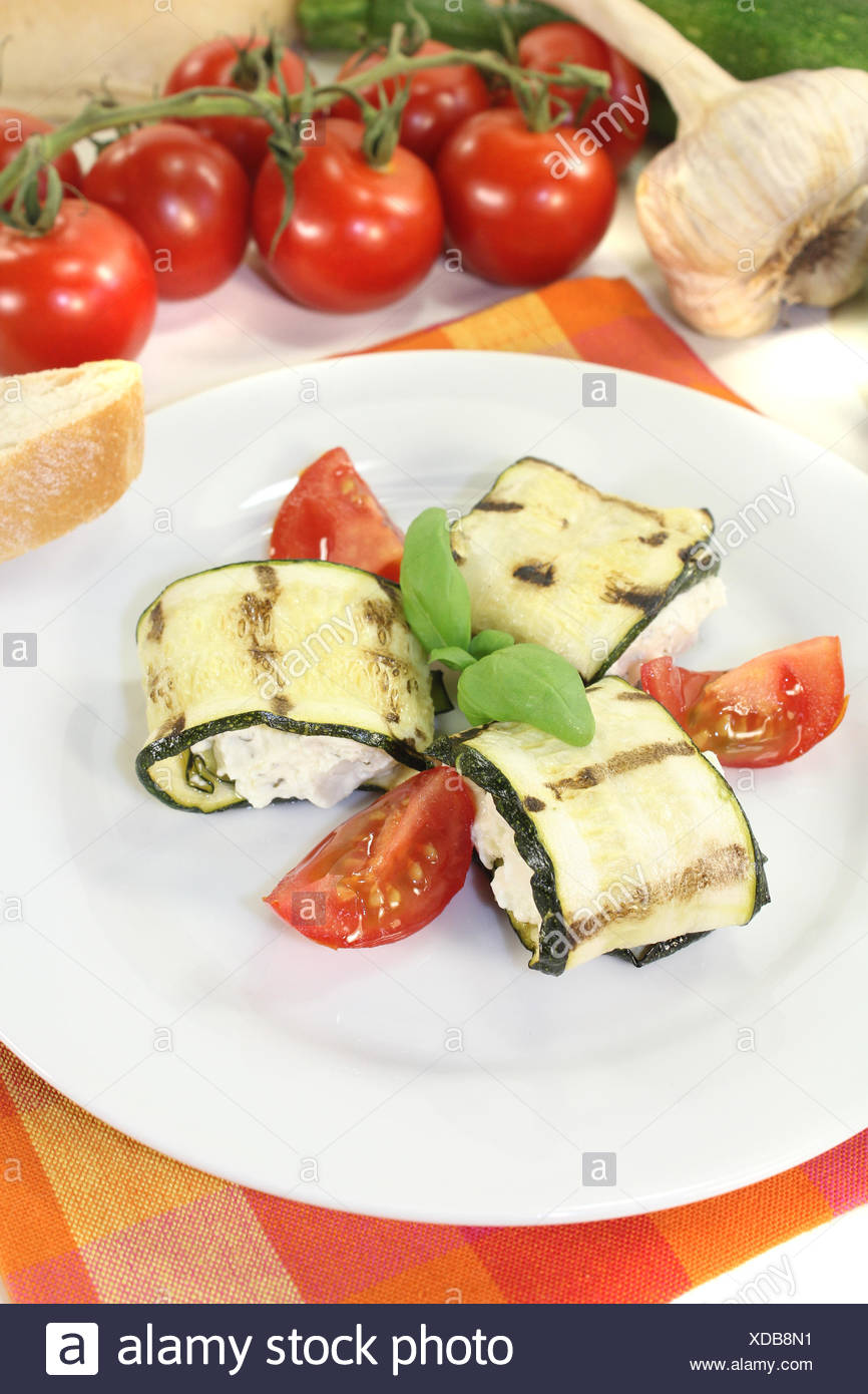 Vegane Partyhäppchen Delicious Fresh Stuffed Zucchini Rolls Stock Photo 283604749 Alamy
