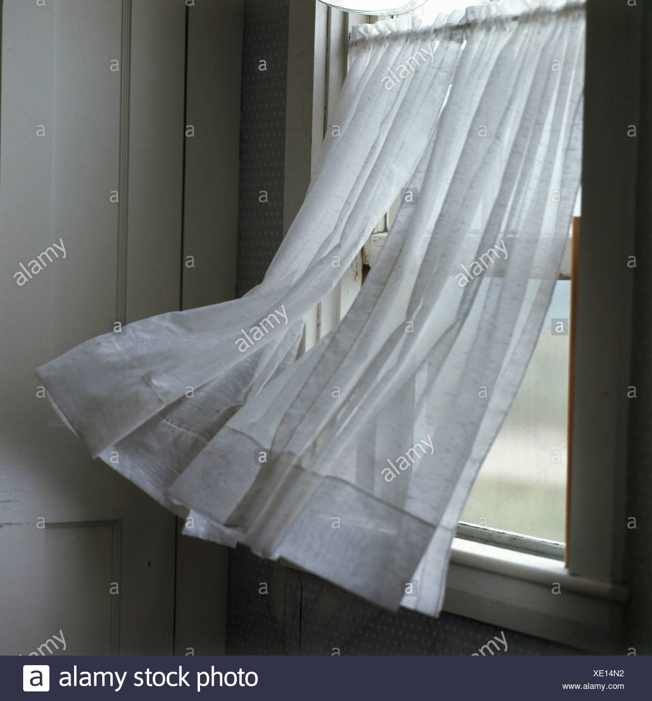 Blowing Curtain High Resolution Stock Photography And Images Alamy - Outdoor Vorhang Wind