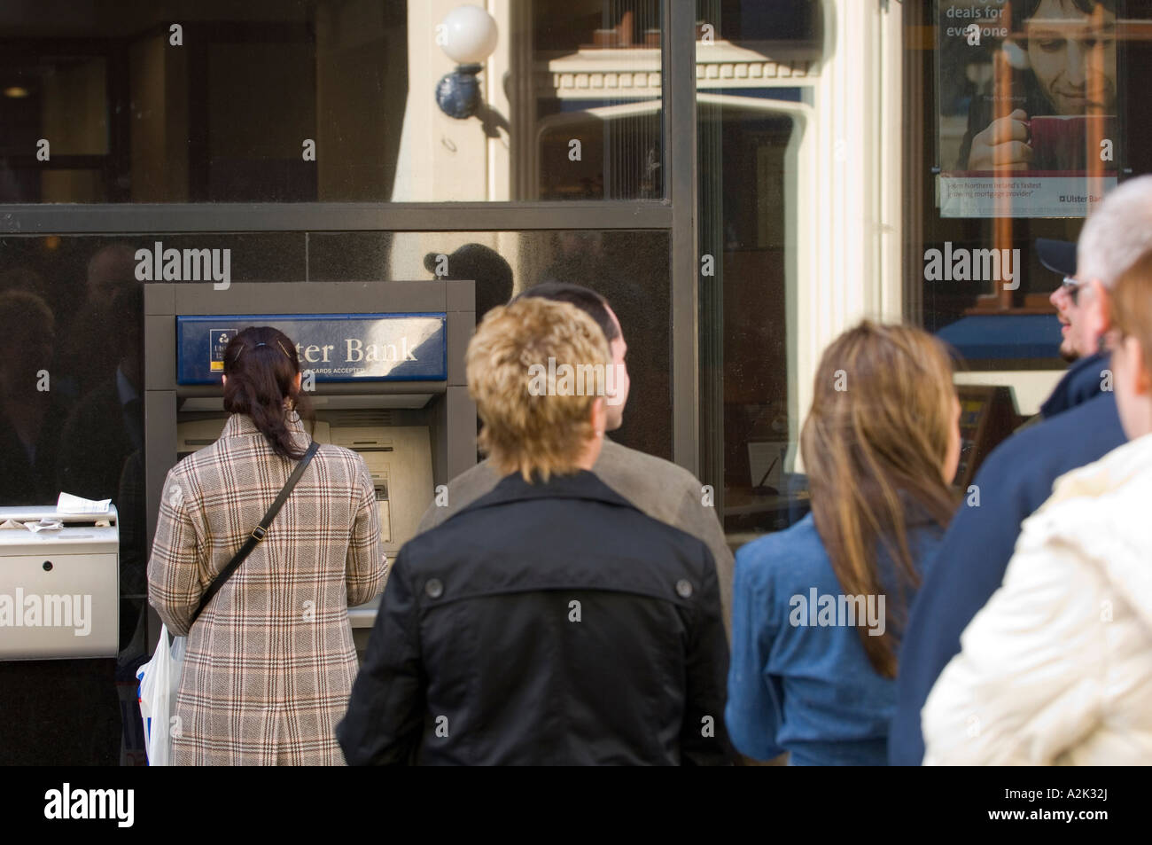 Cash Pool Automaten Queue Bank Stockfotos And Queue Bank Bilder Seite 3 Alamy