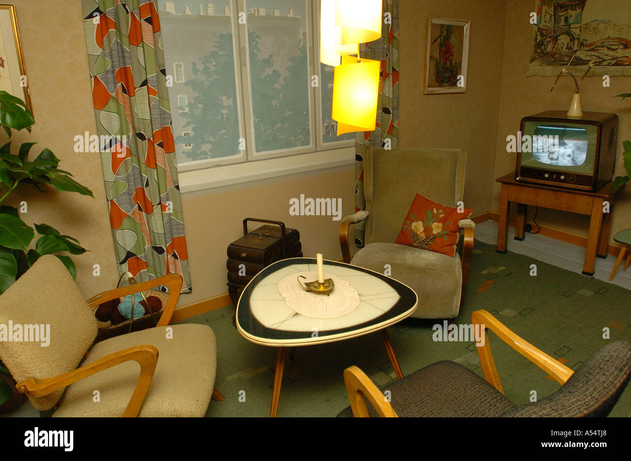 50er Jahre Wohnzimmer Apartment In 50s Style Stockfotos And Apartment In 50s Style