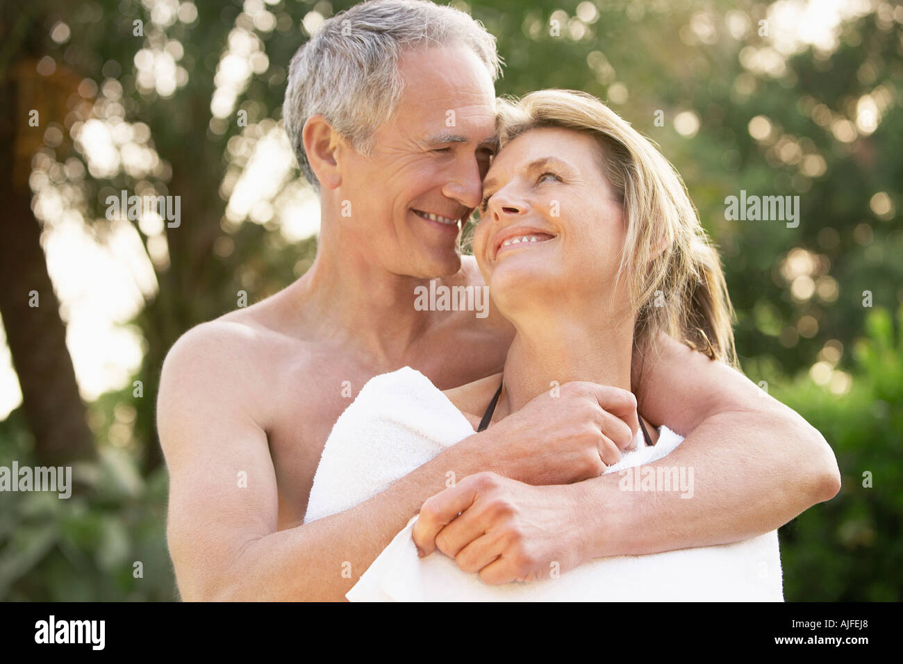 Partner Handtuch Caring For Partner Stockfotos Caring For Partner Bilder Alamy
