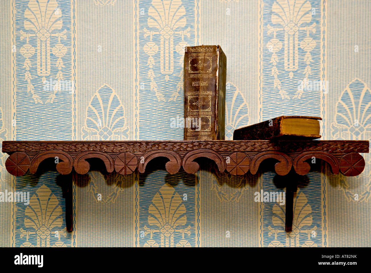 Altes Bücherregal Altes Bücherregal Stockfoto Bild 16232862 Alamy