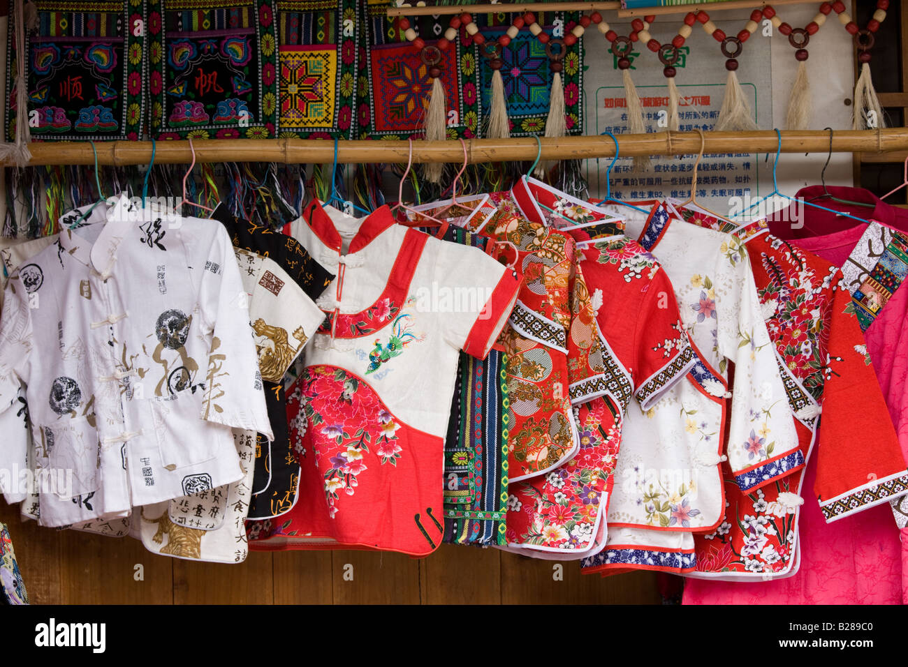 Chinesische Küche In Der Nähe Silk Clothes Clothing Souvenirs Stockfotos And Silk Clothes