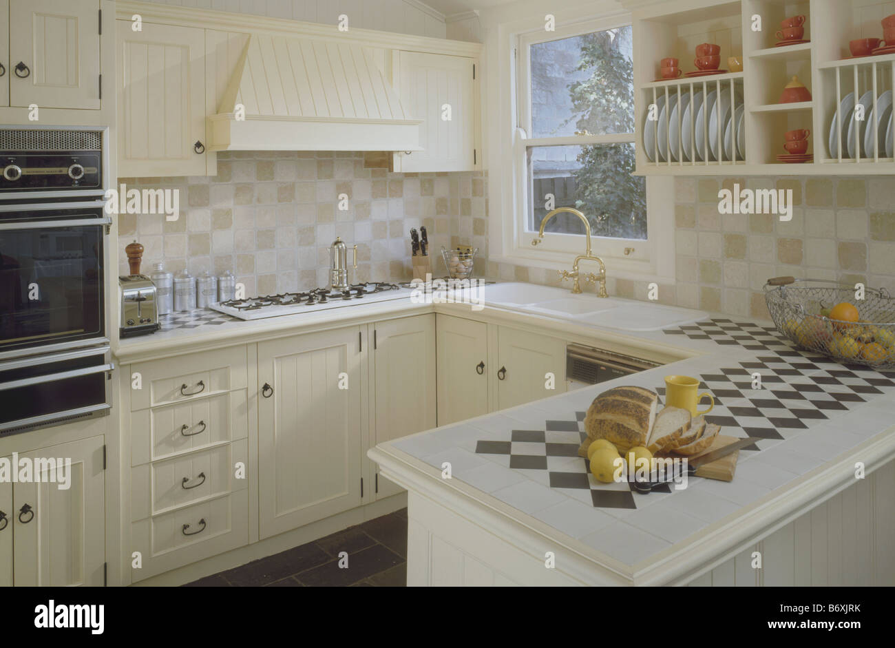Kleine Küche Halbinsel Small Country Kitchens Domestic Stockfotos And Small Country