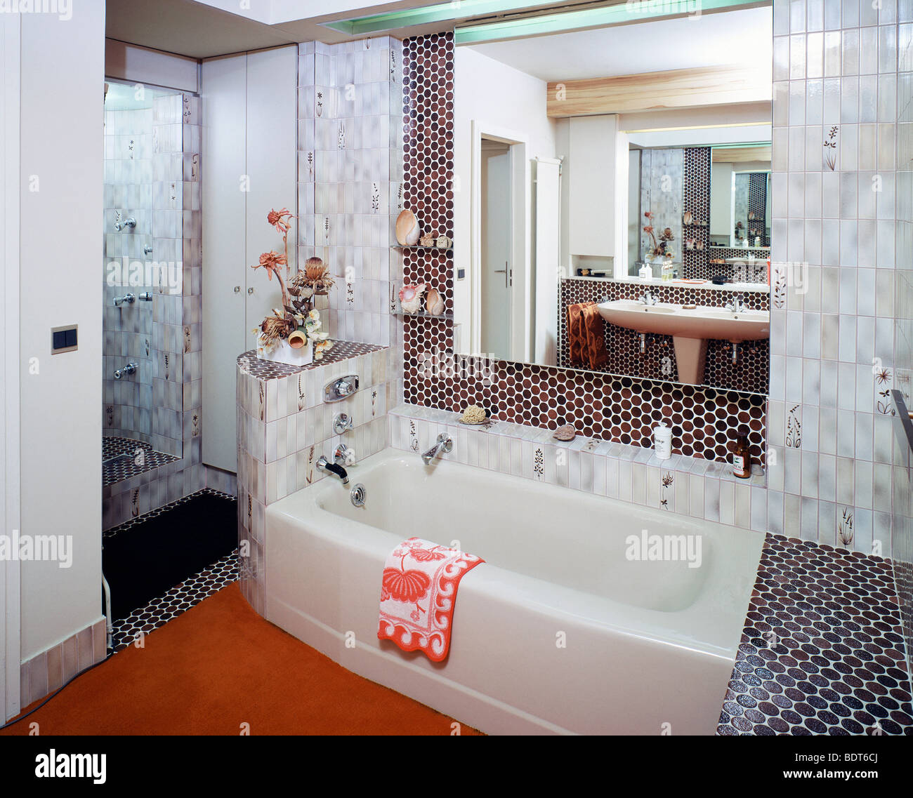 Fliesen Badezimmer Retro Interiors Retro Bathrooms Domestic Stockfotos Interiors Retro