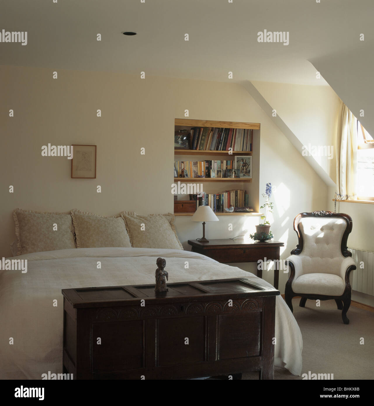 Große Zimmerpflanze Schlafzimmer Attics Bedrooms Stockfotos And Attics Bedrooms Bilder Alamy