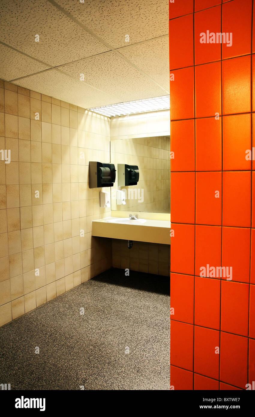 Badezimmer Fliesen Hinter Waschbecken Hauchdunnes Echtstein Dekor
