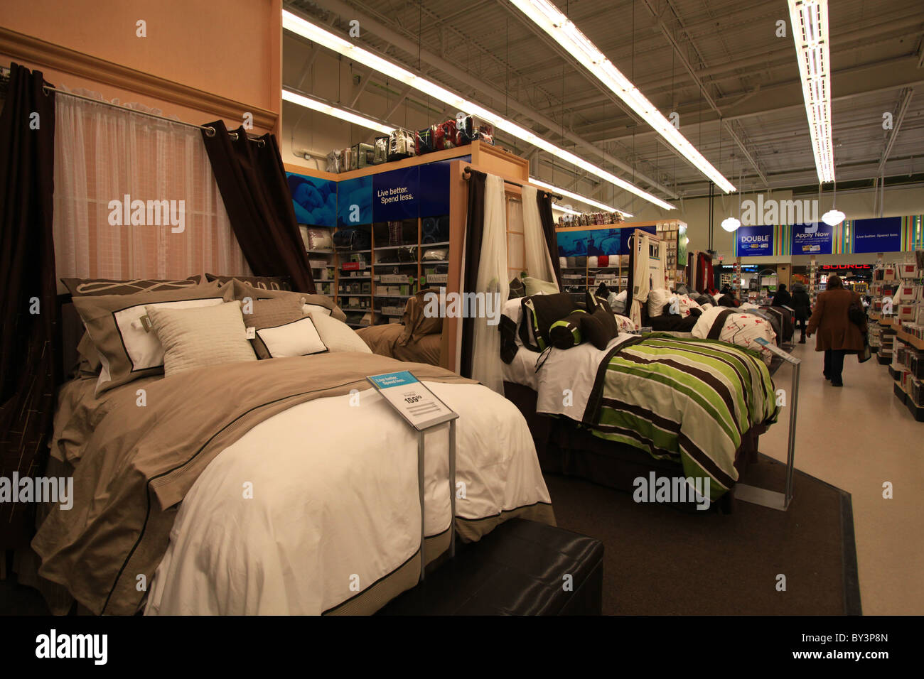 Schlafzimmer Set Outlet Home Outfitters Outlet Store In Stockfotos Home Outfitters
