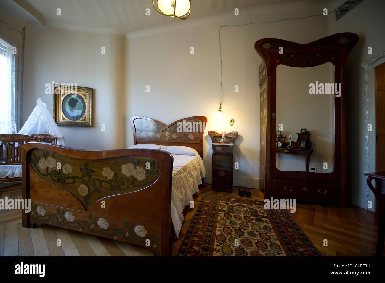 Jugendstil Schlafzimmer | Jugendstil Nachtschrank Oder Beistelltisch ...