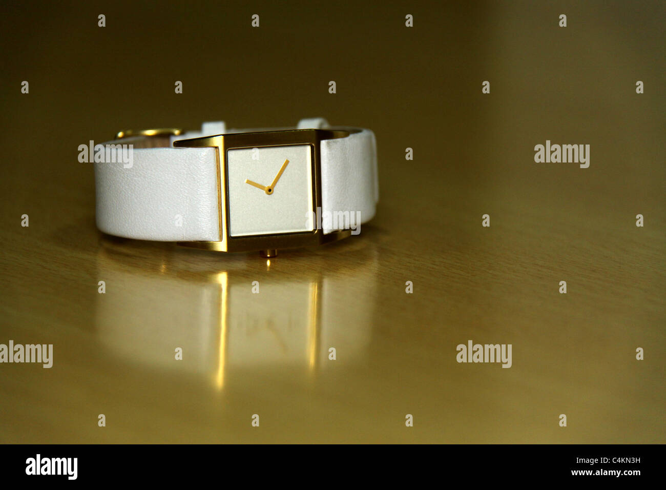 Goldene Uhr Stock Photos Goldene Uhr Stock Images Alamy Golden Colored Stockfotos And Golden Colored Bilder Alamy