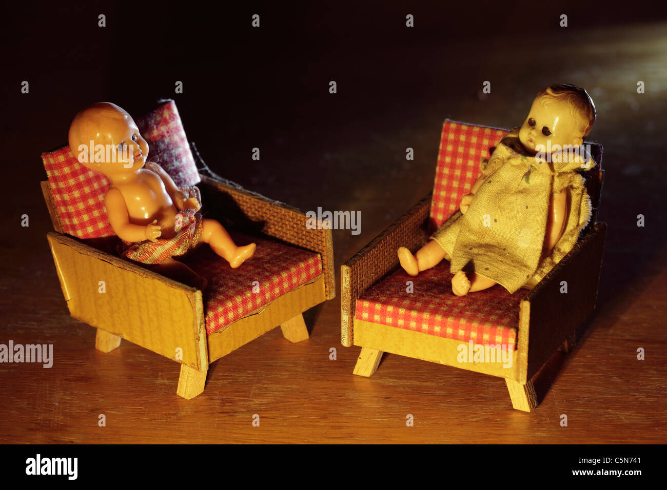 Sitzen Im Sessel Dolls Stockfotos And Dolls Bilder Alamy