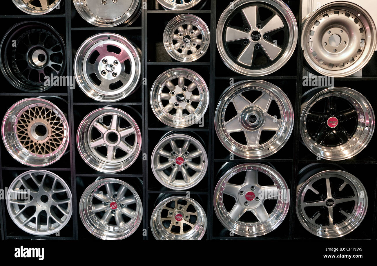 Wagenrad Tisch Verkaufen Wheels Stockfotos And Wheels Bilder Alamy