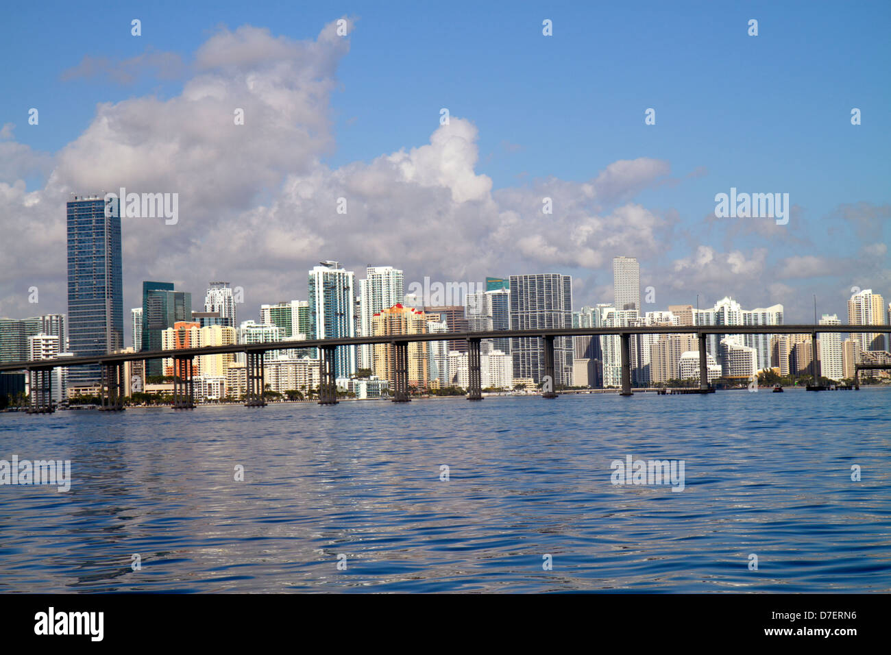 O Miami Miami Florida Biscayne Bay Rickenbacker Causeway Bridge Stadt