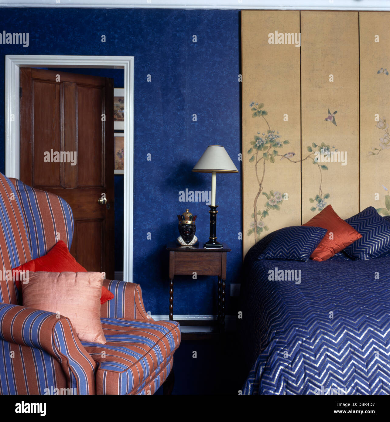 Holzvertäfelung Hinter Bett Paneling Bed Stockfotos Paneling Bed Bilder Alamy