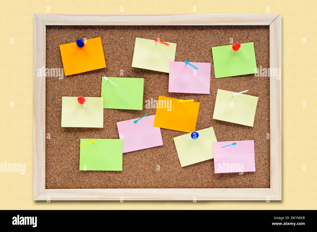 Foto Pinnwand Bulletin Board Blank Post It Notes Stockfotos And Bulletin