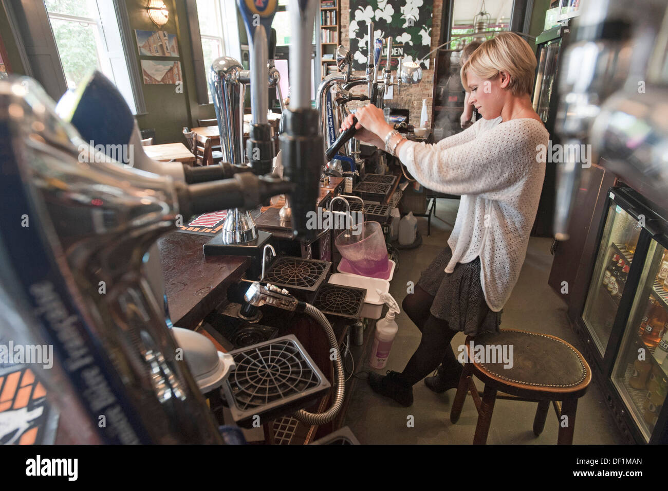 Kamin Glasplatte Versenken Beer Pumps English Pub Stockfotos And Beer Pumps English Pub