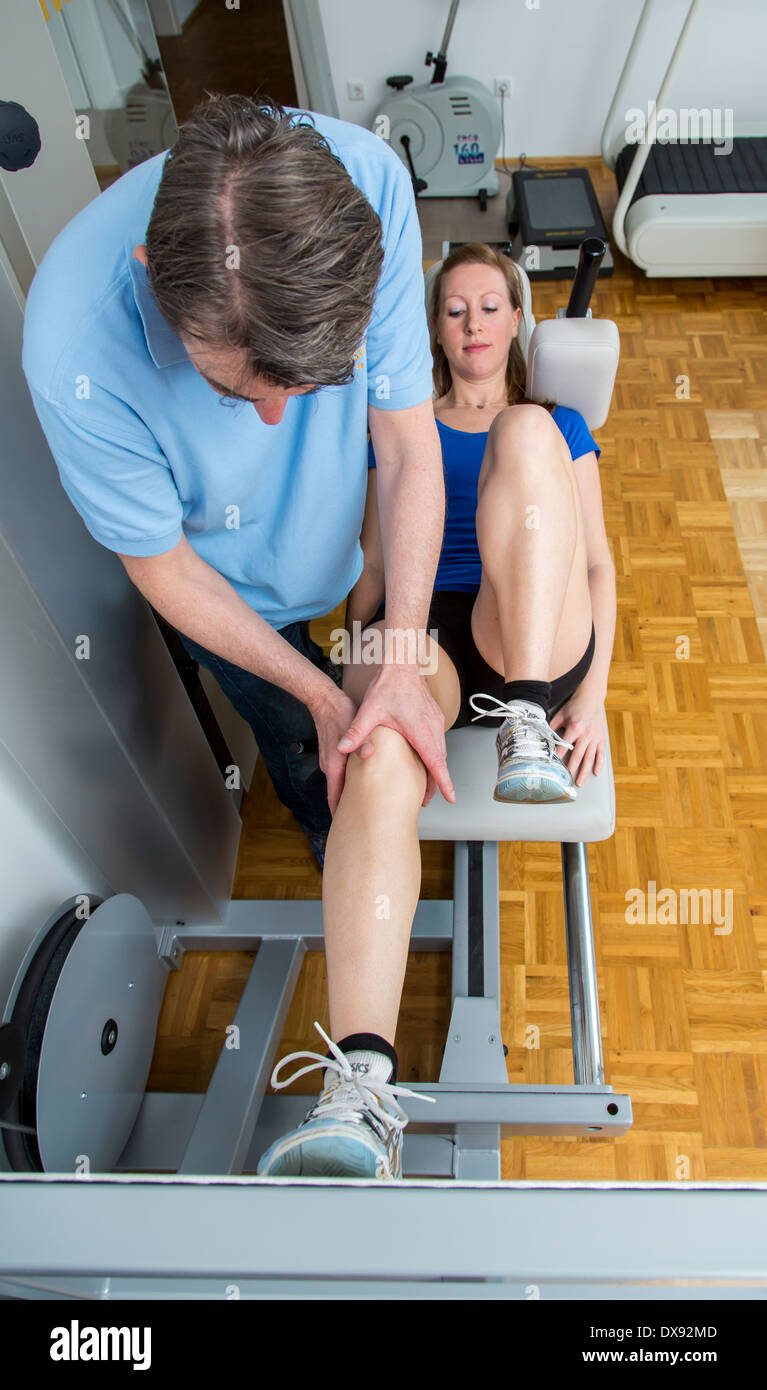 Muskel Training Physiotherapie Praxis Therapeut Mit Viel Geduld Quadrizeps Muskel