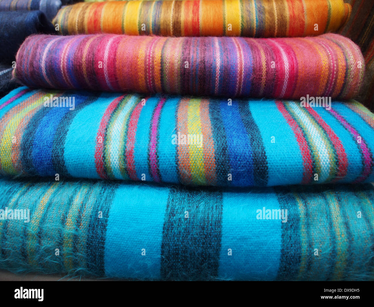 Bunte Wolldecke Alpaca Wool Stockfotos And Alpaca Wool Bilder Alamy