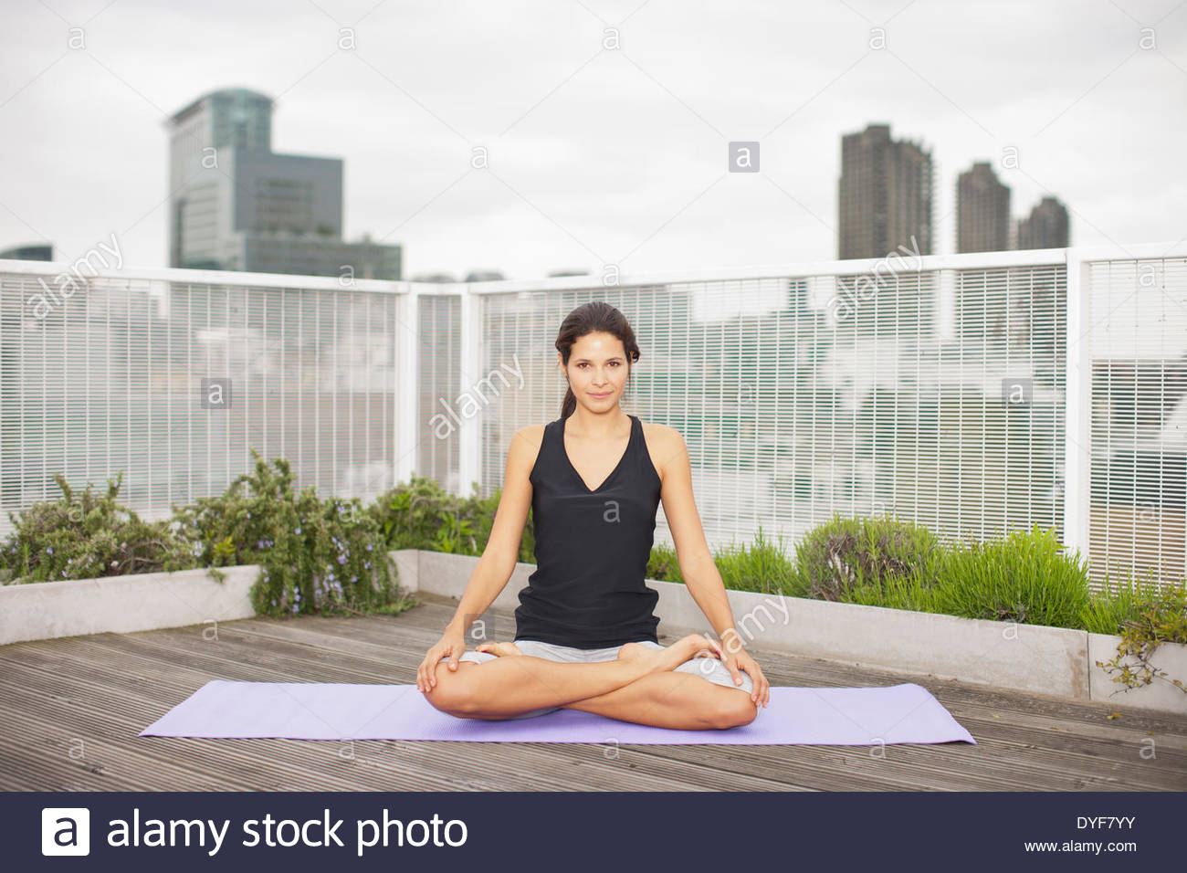 Yoga Dachterrasse Berlin Deck Dach Stockfotos Deck Dach Bilder Alamy