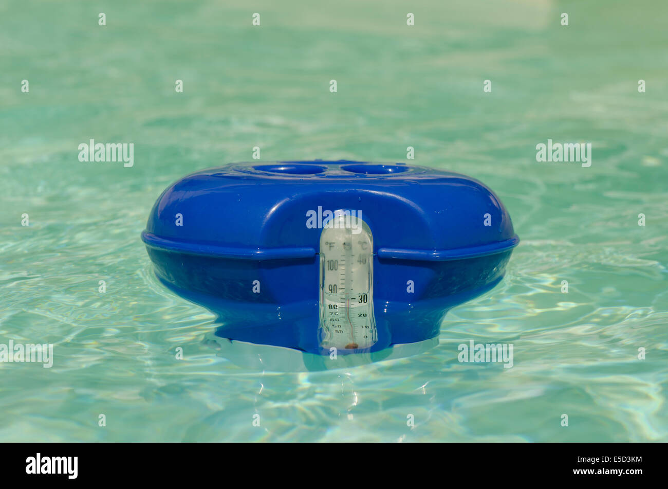 Chlortabletten Pool Zusammensetzung Pool Thermometer Stockfotos Pool Thermometer Bilder Alamy