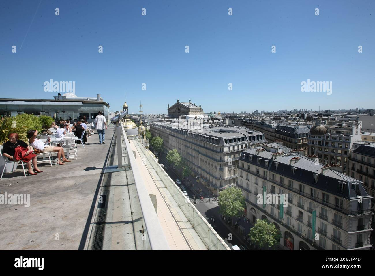 Restaurant Terrasse Paris 9 Printemps Paris Terrace Stockfotos And Printemps Paris