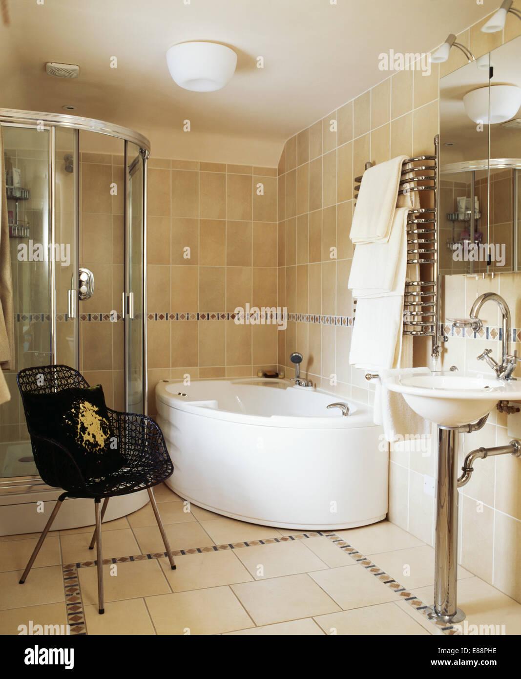 Badezimmer Mit Eckbadewanne Und Dusche   Bad Offene Dusche Und ...