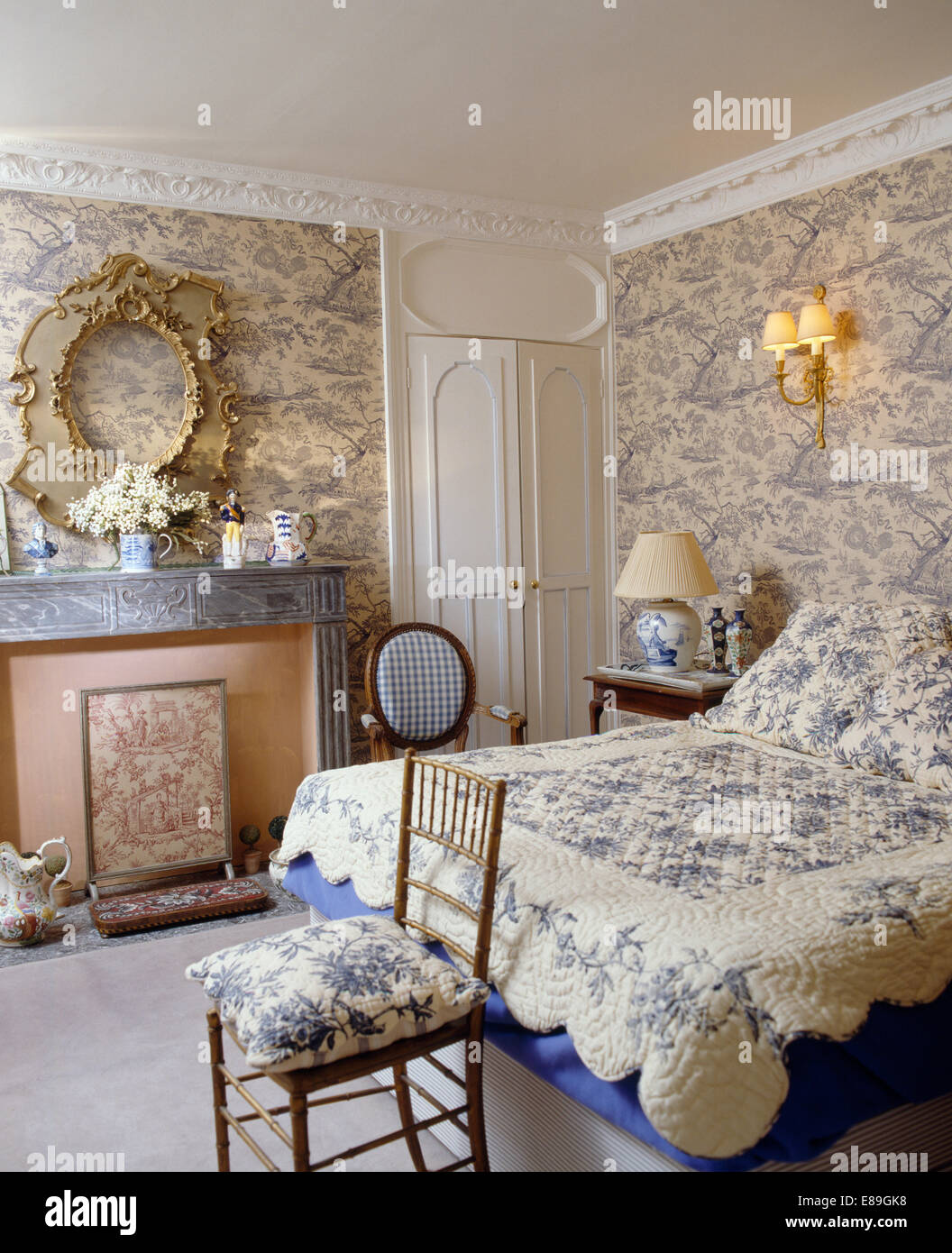 Tapete Im Bilderrahmen Toile De Jouy Wallpaper In Stockfotos And Toile De Jouy