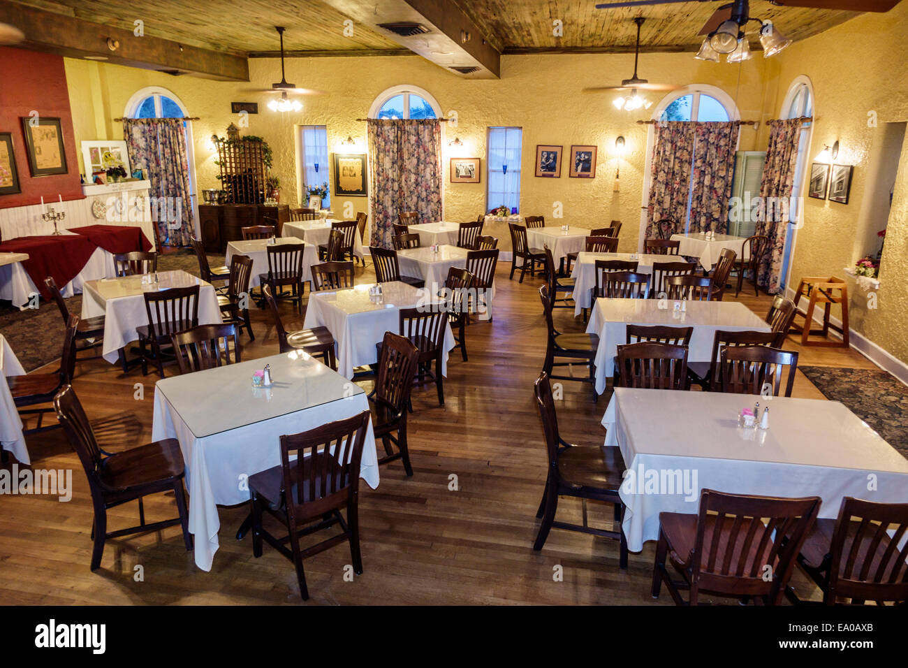 Restaurant Das Esszimmer Florida Indiantown Seminole Country Inn Mission Revival