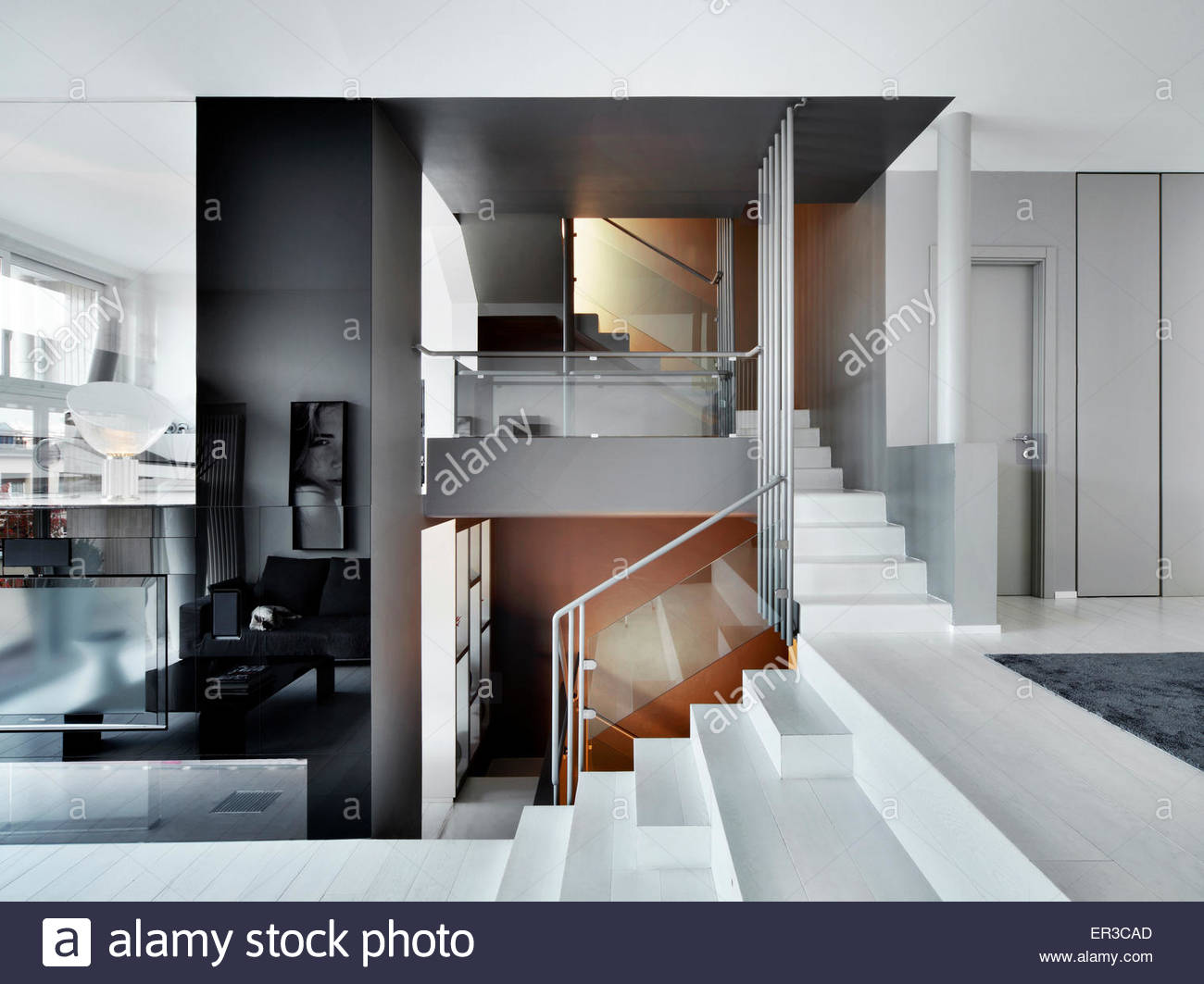 Treppe Mit Glaswand Banister Stockfotos And Banister Bilder Alamy