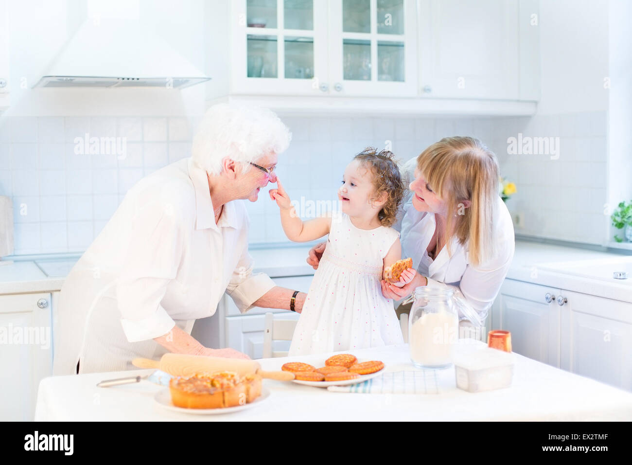 Frau In Der Küche Lustig Baking Stockfotos And Baking Bilder Alamy