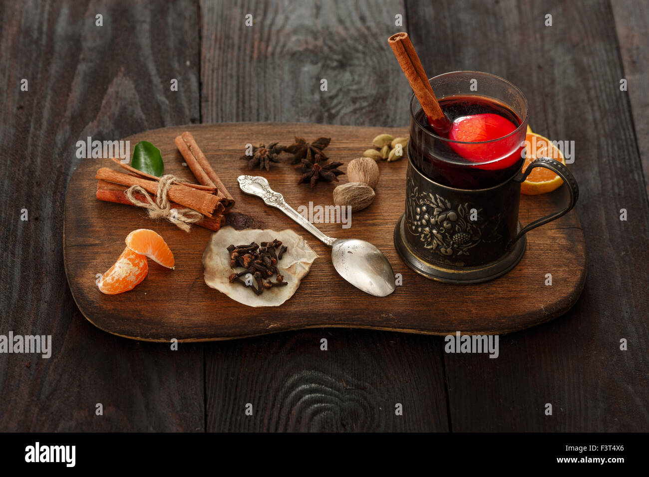 Holztisch Glas Mulled Wine Cinnamon Orange Stockfotos And Mulled Wine