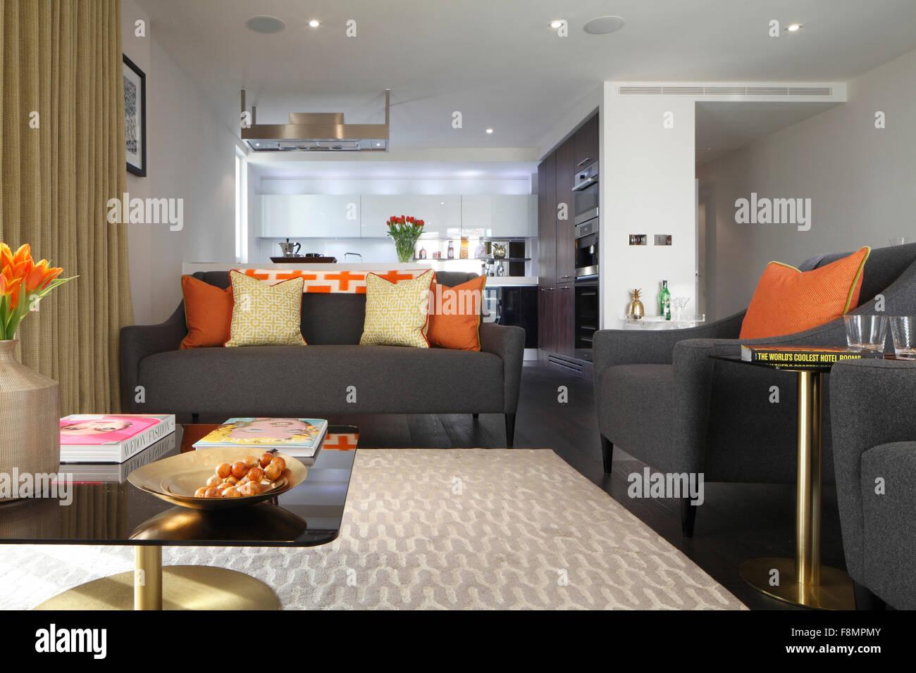 Wohnzimmer Grau Orange | Ein In Blau Grau Und Orange Gehaltenes ...