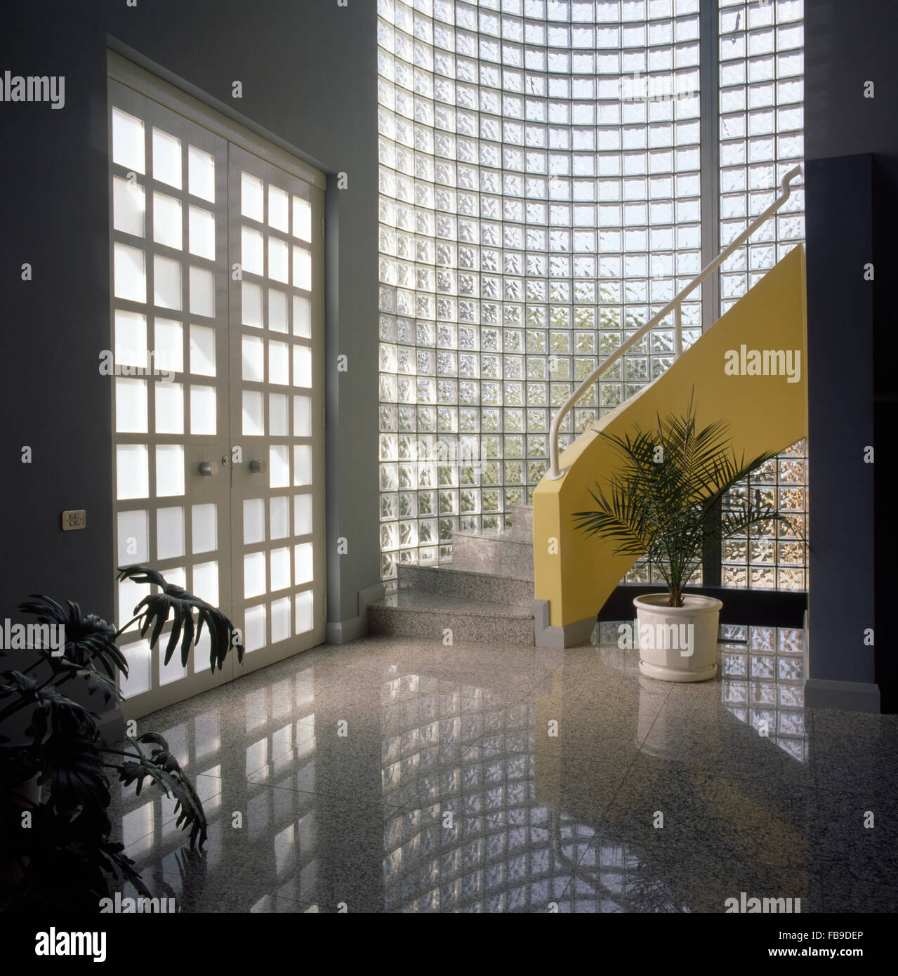 Treppe Mit Glaswand Glass Brick Stockfotos And Glass Brick Bilder Alamy