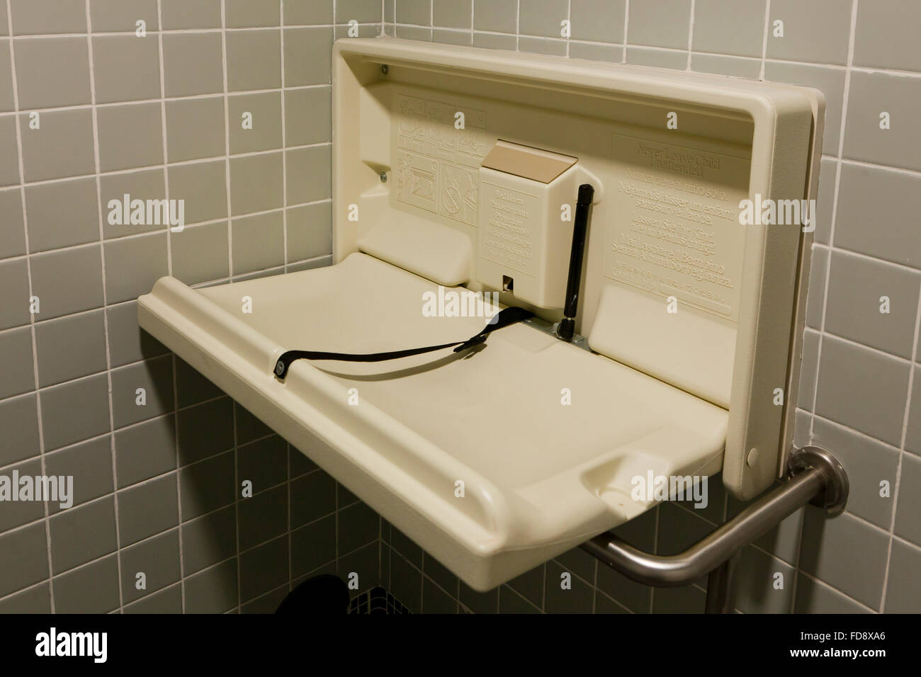 Klappbarer Wickeltisch Changing Table Baby Stockfotos And Changing Table Baby