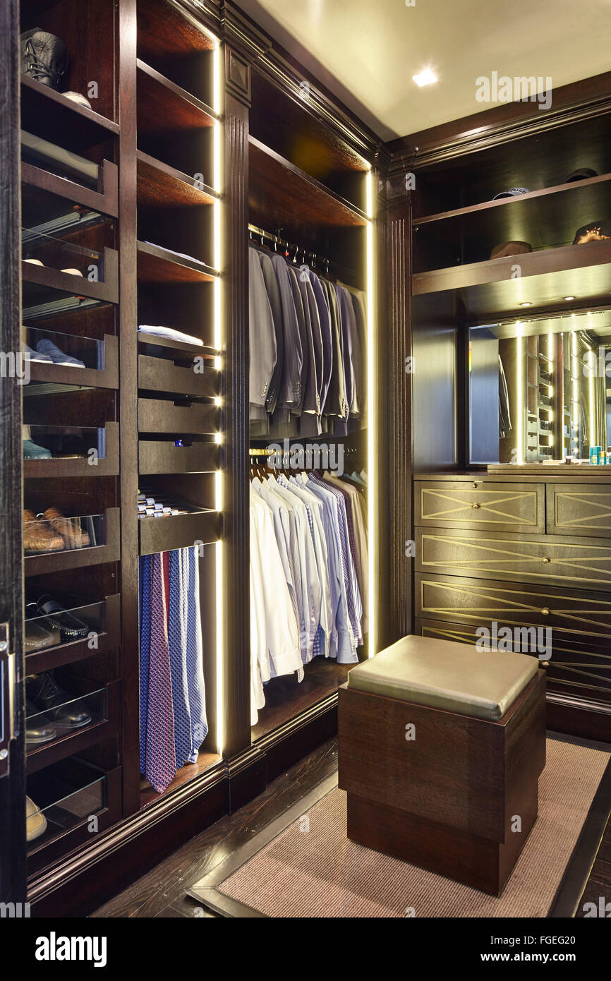 Begehbarer Schuhschrank Clothes Cupboard Stockfotos Clothes Cupboard Bilder Alamy