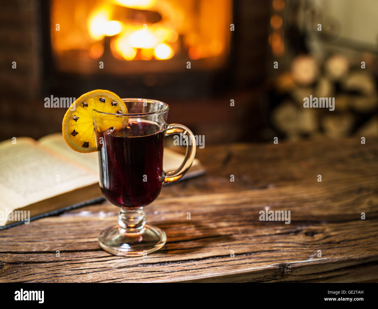 Riesling Am Kamin Weinkarte Winter Warm Fire Wine Stockfotos And Winter Warm Fire Wine